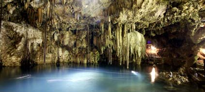 "Mexiko: Höhle ""Cenote Dzitnup"" im Bundesstaat Yucatán (Foto: Imago)"