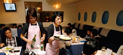 "Das ""A380 Inflight Kitchen"" in Taipeh (Foto: Reuters)"