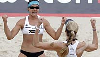 Jubel nach dem Finalsieg: Kerri Walsh (re.) und Misty May-Treanor (Foto: Reuters)
