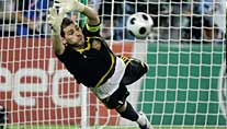 Held des Abends: Spaniens Torwart Iker Casillas (Foto: Reuters)