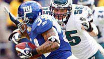 Philadelphias Bradley jagt Ward von den Giants. (Foto: Reuters)