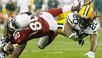 Arizona Cardinals' Early Doucet (80) getackelt von Green Bay Packers' Atari Bigby (20). (Foto: imago)