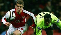 Arsenals Jack Wilshere (li.) gegen Maynor Figueroa von Wigan Athletic. (Foto: Reuters)