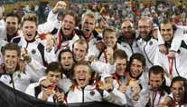Die deutsche Hockey-Nationalmannschaft holte in Peking die Goldmedaille. (Foto: dpa)