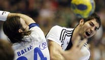 Nikola Karabatic (re.) holt mit Kiel ein Remis in Zagreb. (Foto: Reuters)