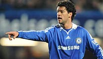 Michael Ballack will mit den Blues in die K.o.-Runde (Foto: imago)