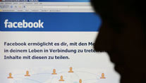 Hacker attackieren Facebook. (Quelle: dpa)