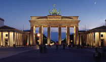 Brandenburger Tor bei Nacht (Quelle: imago)