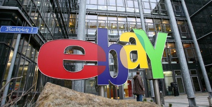 eBay-Logo vor dem Eingang der deutschen Niederlassung.
