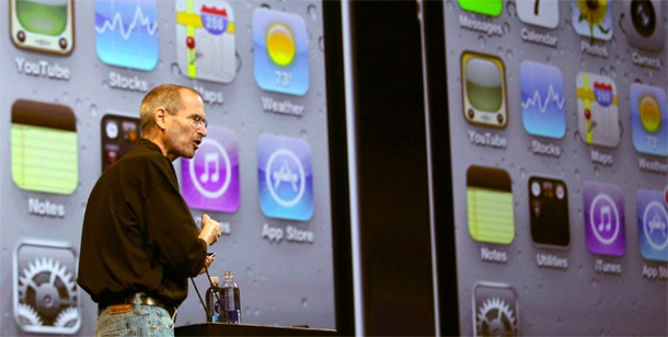Apple präsentiert das iPhone 4. Steve Jobs bei der Präsentation des Apple iPhone 4 in San Francisco. (Foto: Reuters)