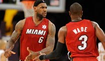 LeBron James (li.) und Dwyane Wade sind mit den Miami Heat in bestechender Form. (Foto: dpa)