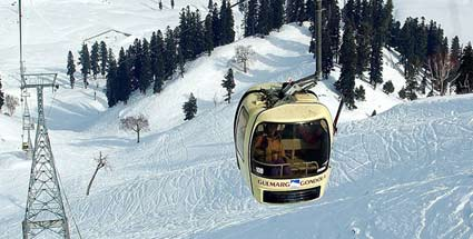 Skigebiete der Superlative: Höher, schwerer, besser . Die Seilbahn mit der höchsten Bergstation liegt in der indischen Provinz Kaschmir. (Quelle: Foto: J&K State Cable Car Car Corporation Ltd.)