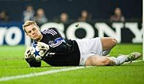 manuel neuer wird immer teurer. Black Bedroom Furniture Sets. Home Design Ideas