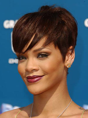 frisuren aktuelle frisur rihanna 2013. Black Bedroom Furniture Sets. Home Design Ideas