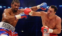 Wladimir Klitschko lsst es gegen David Haye ordentlich krachen. (Foto: dpa)
