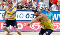 Beachvolleyball: Brink-Reckermann scheitern im Grand-Slam-Finale. Jonas Reckermann (li.) und Julius Brink beim Grand-Slam-Finale in Klagenfurt. (Foto: Reuters)