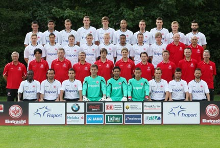 Mannschaftsfoto von Eintracht Frankfurt aus der Saison 2011/2012.
