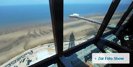 Blackpool Tower: Englands spektakulärste Aussicht. Die neue Attraktion Blackpool Eye: Spektakuläre Aussicht durch den Glasboden (Quelle: AFP)