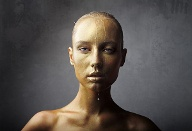 Skurrile Beauty-Trends: Gold-Gesichtsbehandlung. (Quelle: Thinkstock by Getty-Images)