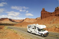 Wohnmobil am Chimney Rock im Capitol Reef National Park. (Quelle: SRT /Norbert Eisele-Hein)