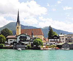 Oberbayern: Auf Feinschmecker-Tour am Tegernsee. Rottach-Egern am bayrischen Tegernsee. (Quelle: Thinkstock by Getty-Images)