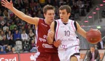 Basketball: Bonn holt den dritten Heimsieg. Baskets-Spieler Jared Jordan (re.) schirmt den Ball ab. (Quelle: imago)
