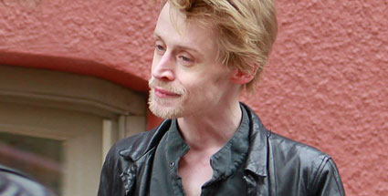 Und knochen horror bilder von macaulay culkin quelle bulls press