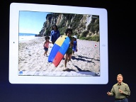 Apple-Marketing-Chef Phil Schiller präsentiert das neue iPad. (Quelle: AP/dpa)