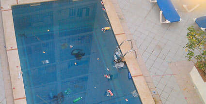 Die ekligsten Hotel-Pools. (Quelle: HolidayCheck)