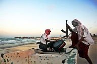 Piraten vor Somalia (Quelle: AFP)