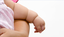 Wieviel Babyspeck gilt noch als normal? (Quelle: Thinkstock by Getty-Images)