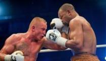 Roy Jones Jr. siegt knapp nach Punkten. Pawel Glazewski (l) kämpft gegen Roy Jones Jr.