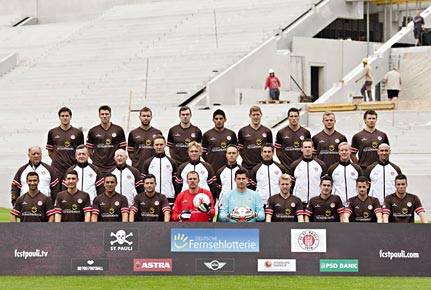 Mannschaftsfoto des FC St. Pauli aus der Saison 2012/2013. (Quelle: imago)