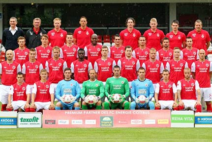 Mannschaftsfoto von Energie Cottbus aus der Saison 2012/2013. (Quelle: imago)
