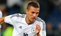 Soll Lukas Podolski gegen sterreich in der Startelf stehen? (Quelle: imago)