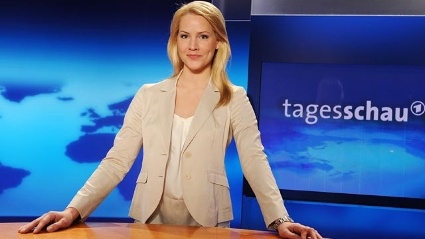 Judith Rakers und ihre &quot;Tagesschau&quot;-Kollegen drfen sich ber eine berarbeitete Titelmelodie freuen. (Quelle: dpa)