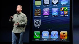 Phil Schiller, Vice President Worldwide Marketing, stellt das iPhone 5 vor.
