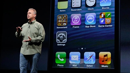 Phil Schiller, Vice President Worldwide Marketing, stellt das iPhone 5 vor. (Quelle: AP/dpa)