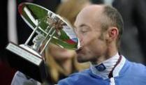 Galopp: Solemia besiegt Favoriten Orfevre in Paris. Jockey Olivier Peslier gewann auf Solemia den Prix de l'Arc de Triomphe in Paris.