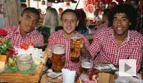 Video: Der FC Bayern feiert auf dem Oktoberfest