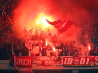 Ultra-Fans des FC Bayern in Lille.  (Quelle: dpa)