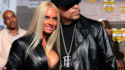 Coco Austin verrt, wie sie ihren Ice-T erotisch verwhnt.  (Quelle: Reuters)