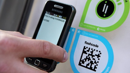 Smartphone scannt QR-Code (Quelle: imago/IP3press)