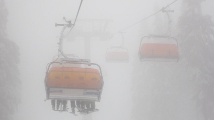Skifahren bei Nebel: Warten Sie Wetterwechsel ab (Quelle: imago\Meike Engels)