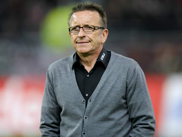 norbert meier l sst sich seine trainert tigkeit bei fortuna d sseldorf mit euro verg ten. Black Bedroom Furniture Sets. Home Design Ideas