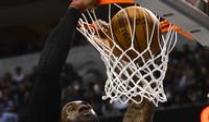 NBA-Star James auf den Spuren von Malone. Miami-Star LeBron James beim Dunking.