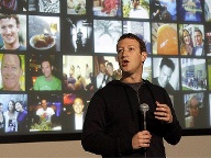 "Facebook-Chef Mark Zuckerberg präsentiert ""Graph Search"" (Quelle: AP/dpa)"