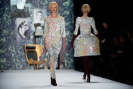 Herbstmode 2013: Die Trends von der Fashion Week in Berlin.  (Quelle: dpa/Maurizio Gambarini)