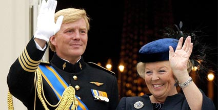 Willem-Alexander (links) und seine Mutter Beatrix. (Quelle: dpa)