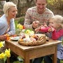 Ostereier bemalen mit der Familie (Quelle: Thinkstock by Getty-Images)